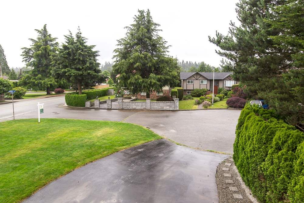 Photo 3: Photos: 601 LIDSTER Place in New Westminster: The Heights NW House for sale : MLS®# R2079374