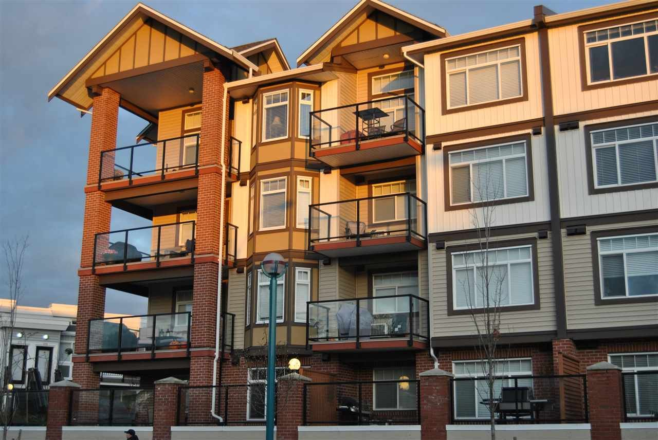 """Main Photo: 418 5650 201A Street in Langley: Langley City Condo for sale in """"PADDINGTON STATION"""" : MLS®# R2235467"""