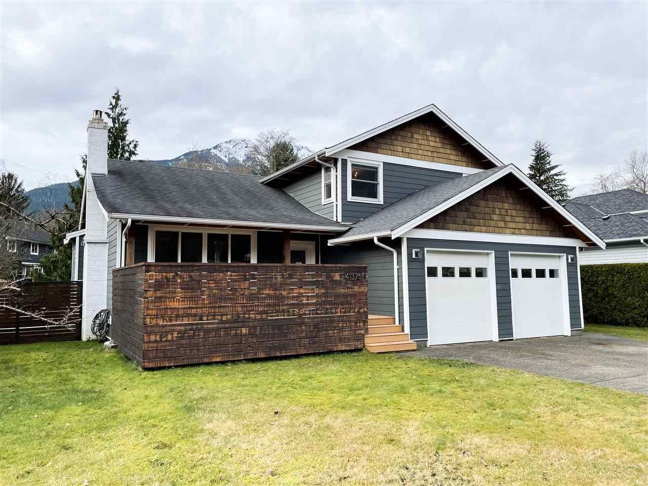 """Main Photo: 41375 DRYDEN Road in Squamish: Brackendale House for sale in """"Brackendale"""" : MLS®# R2531150"""