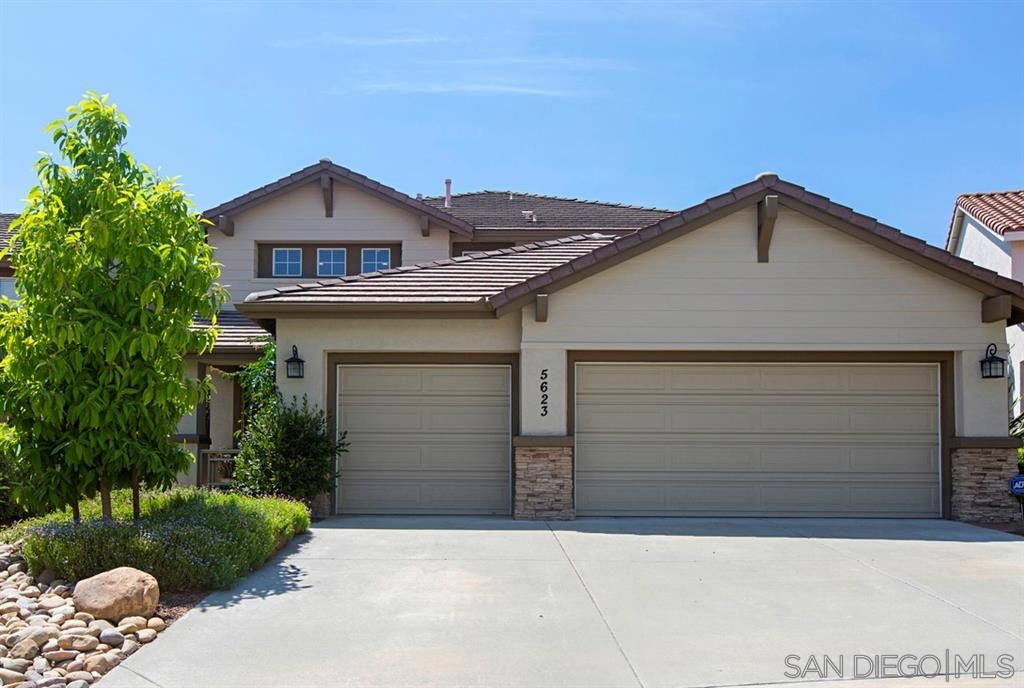 Main Photo: SAN DIEGO House for rent : 4 bedrooms : 5623 Glenstone Way
