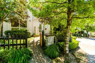 """Photo 2: 7398 HAWTHORNE Terrace in Burnaby: Highgate Townhouse for sale in """"MONTEREY"""" (Burnaby South)  : MLS®# R2071197"""
