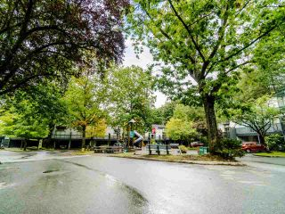 "Photo 16: 210 JAMES Road in Port Moody: Port Moody Centre Townhouse for sale in ""TALL TREE ESTATES"" : MLS®# R2405921"