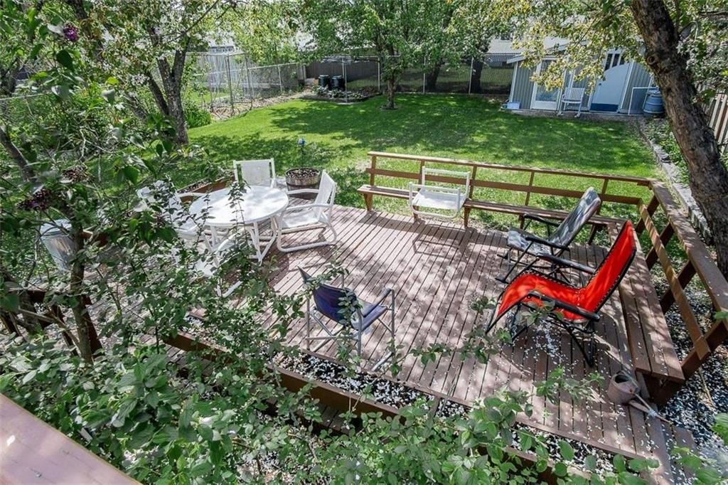 Photo 5: Photos: 128 Sterling Avenue in Winnipeg: Meadowood Residential for sale (2E)  : MLS®# 202011390