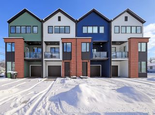 Photo 1: 84 17 Street NW in Calgary: Hillhurst Row/Townhouse for sale : MLS®# A1067122