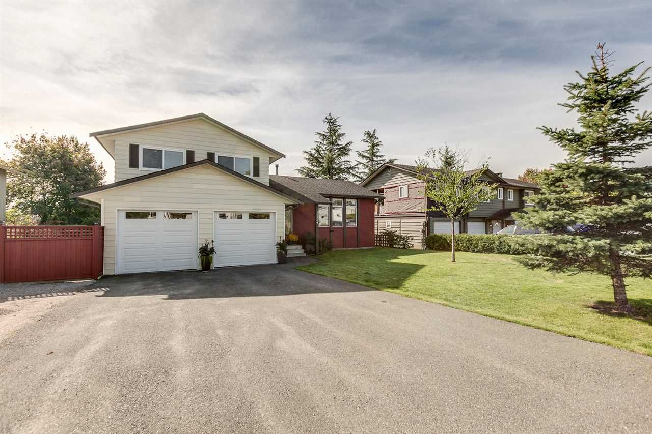 Main Photo: 19854 S WILDWOOD Crescent in Pitt Meadows: South Meadows House for sale : MLS®# R2024380