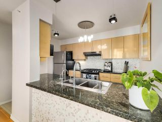 """Photo 8: 2305 1077 MARINASIDE Crescent in Vancouver: Yaletown Condo for sale in """"MARINASIDE RESORT"""" (Vancouver West)  : MLS®# R2544520"""