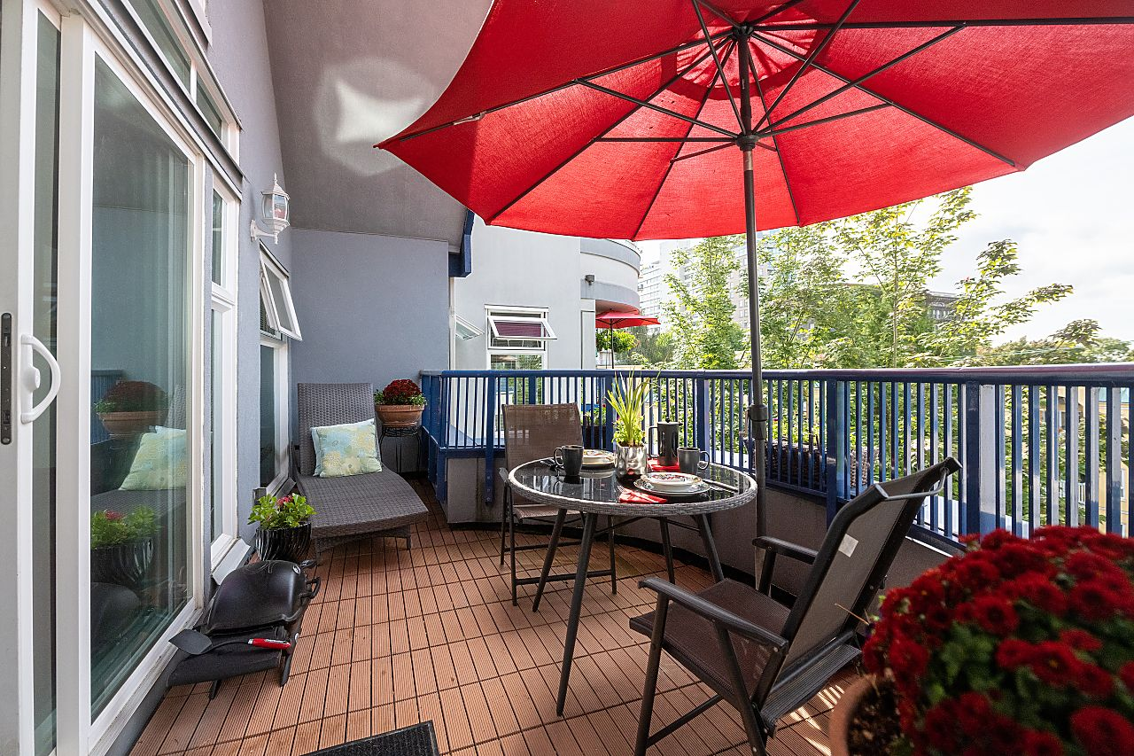 """Main Photo: 401 1924 COMOX Street in Vancouver: West End VW Condo for sale in """"WINDGATE by the PARK"""" (Vancouver West)  : MLS®# R2617561"""