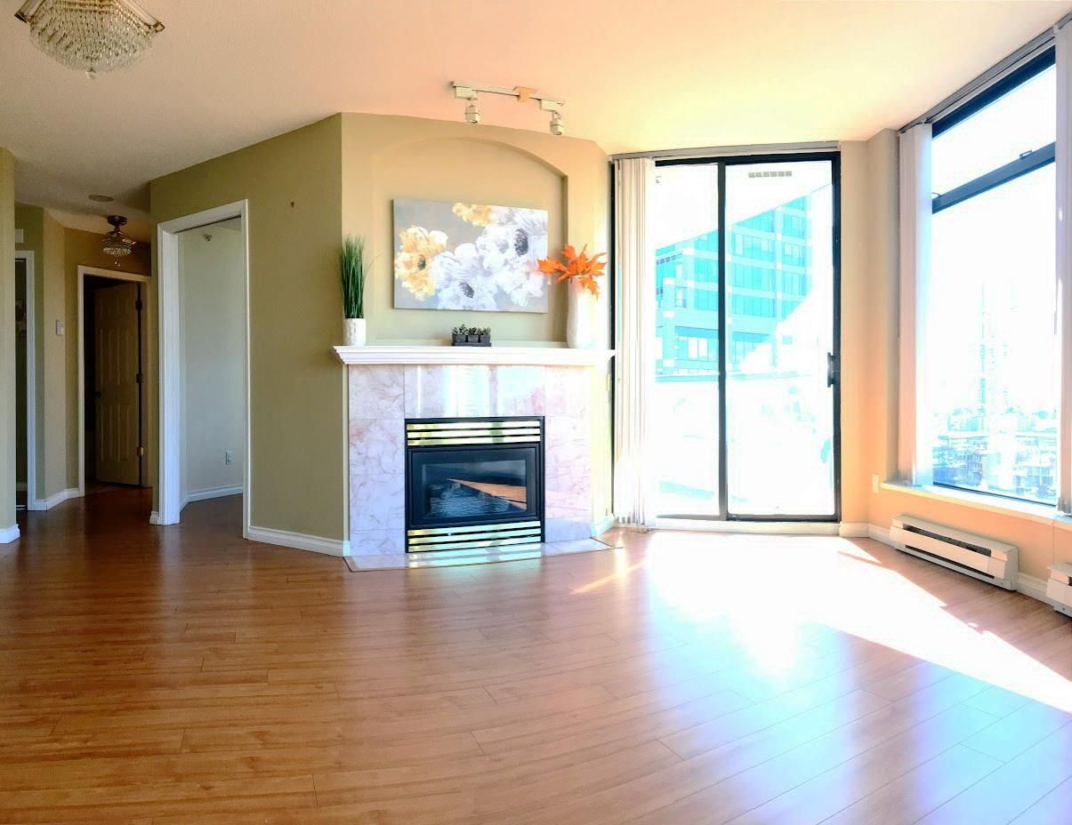 Main Photo: 1805 4505 HAZEL Street in Burnaby: Forest Glen BS Condo for sale (Burnaby South)  : MLS®# R2312554