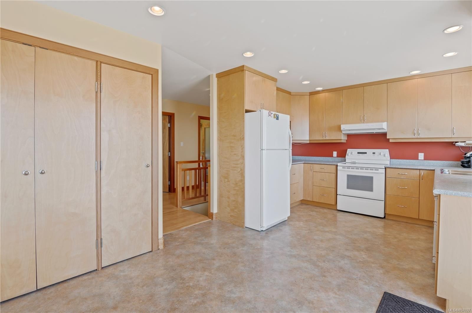 Photo 7: Photos: 253 S Alder St in : CR Campbell River South House for sale (Campbell River)  : MLS®# 857027