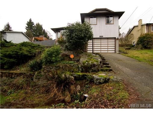 Main Photo: 3251 Jacklin Rd in VICTORIA: Co Triangle House for sale (Colwood)  : MLS®# 720346