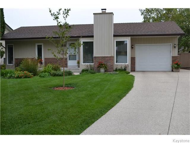 Photo 16: Photos: 27 Woodcroft Bay in WINNIPEG: Maples / Tyndall Park Residential for sale (North West Winnipeg)  : MLS®# 1524460