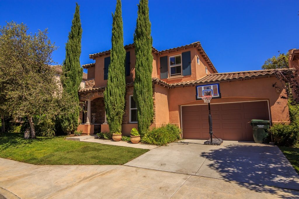 Main Photo: Detached for sale: 752 Hollowbrook Ct. in San Marcos