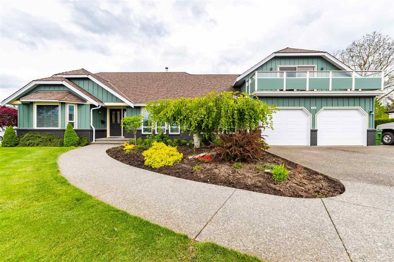 Main Photo: 7570 QUEEN Street in Chilliwack: Sardis East Vedder Rd House for sale (Sardis)  : MLS®# R2572918