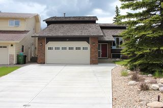 Photo 1: 27 EDGELAND Mews NW in Calgary: Edgemont Detached for sale : MLS®# C4302582