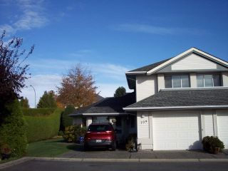 """Photo 1: 109 31406 UPPER MACLURE Road in Abbotsford: Abbotsford West Townhouse for sale in """"ESTATE OF ELLWOOD"""" : MLS®# R2118540"""