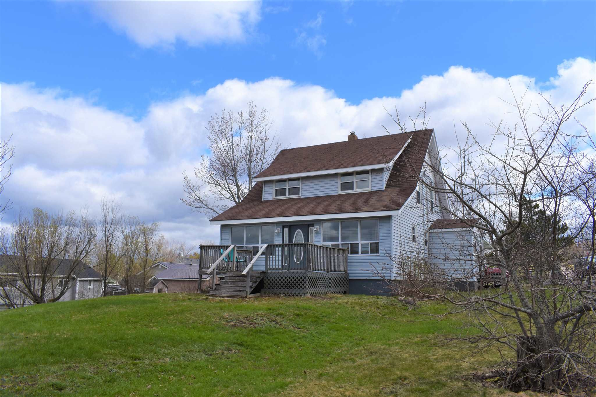 Main Photo: 15 Smith Avenue in Springhill: 102S-South Of Hwy 104, Parrsboro and area Residential for sale (Northern Region)  : MLS®# 202110139