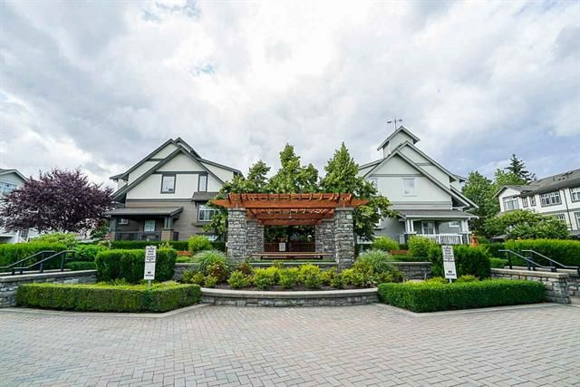 Main Photo: : Townhouse for sale : MLS®# R2382944