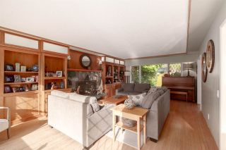 "Photo 5: 41833 GOVERNMENT Road in Squamish: Brackendale House for sale in ""BRACKENDALE"" : MLS®# R2545412"