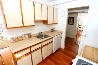 """Photo 8: 212 131 W 4TH Street in North Vancouver: Lower Lonsdale Condo for sale in """"Nottingham Place"""" : MLS®# R2239655"""