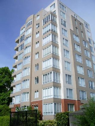 """Photo 1: 301 1566 W 13 Avenue in Vancouver: Fairview VW Condo for sale in """"Royal Gardens"""" (Vancouver West)  : MLS®# R2011878"""
