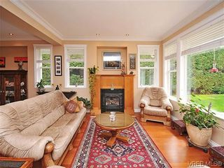Photo 4: 2523 Fielding Pl in VICTORIA: CS Tanner House for sale (Central Saanich)  : MLS®# 613800