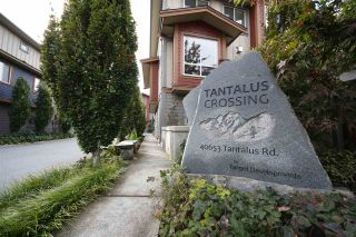 "Photo 1: 25 40653 TANTALUS Road in Squamish: Tantalus Townhouse for sale in ""TANTALUS CROSSING"" : MLS®# R2322195"