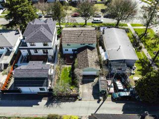 """Photo 6: 2615 E 56TH Avenue in Vancouver: Fraserview VE House for sale in """"FRASERVIEW"""" (Vancouver East)  : MLS®# R2561413"""
