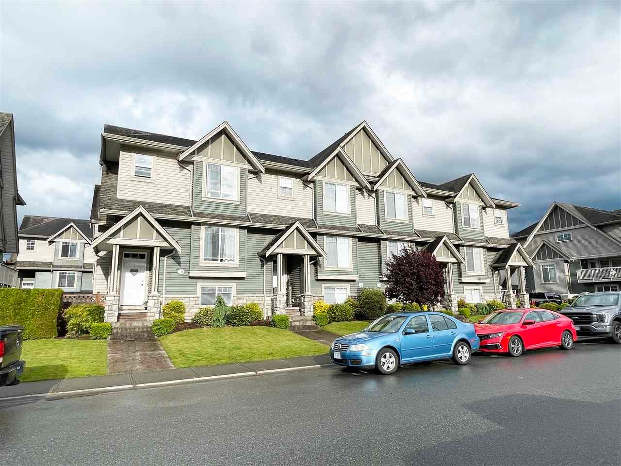 """Main Photo: 3 6498 SOUTHDOWNE Place in Chilliwack: Sardis East Vedder Rd Townhouse for sale in """"Village Green"""" (Sardis)  : MLS®# R2588764"""