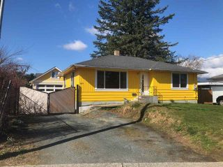 Photo 2: 8811 BROADWAY Street in Chilliwack: Chilliwack E Young-Yale House for sale : MLS®# R2551260