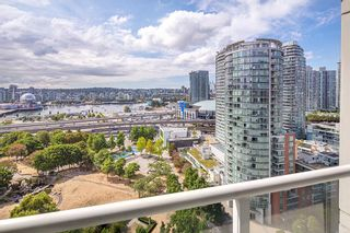 """Photo 5: 2201 550 TAYLOR Street in Vancouver: Downtown VW Condo for sale in """"Taylor"""" (Vancouver West)  : MLS®# R2608847"""