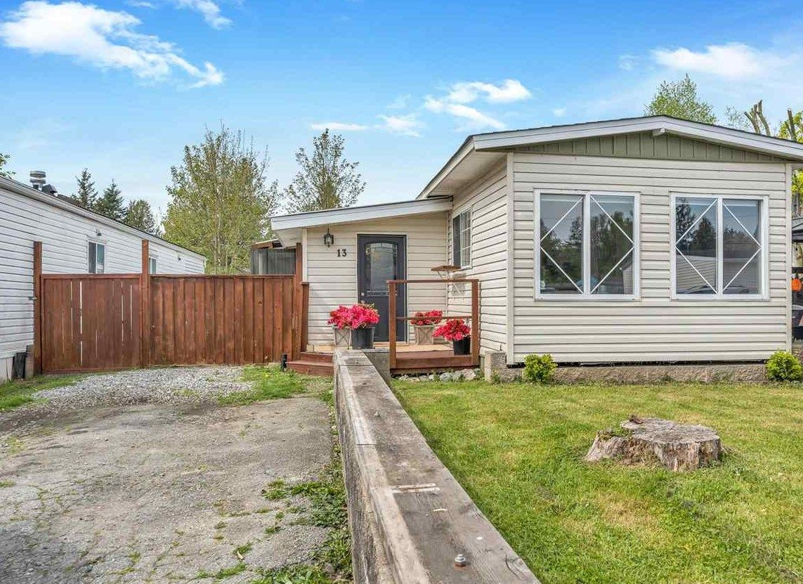 """Main Photo: 13 9267 SHOOK Road in Mission: Hatzic Manufactured Home for sale in """"Green Acres"""" : MLS®# R2574250"""