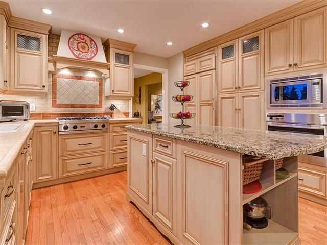 Photo 15: Photos: 7016 KENOSEE Place SW in Calgary: Kelvin Grove House for sale : MLS®# C4055215