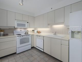 """Photo 7: 504 2108 W 38TH Avenue in Vancouver: Kerrisdale Condo for sale in """"The Wilshire"""" (Vancouver West)  : MLS®# R2400833"""