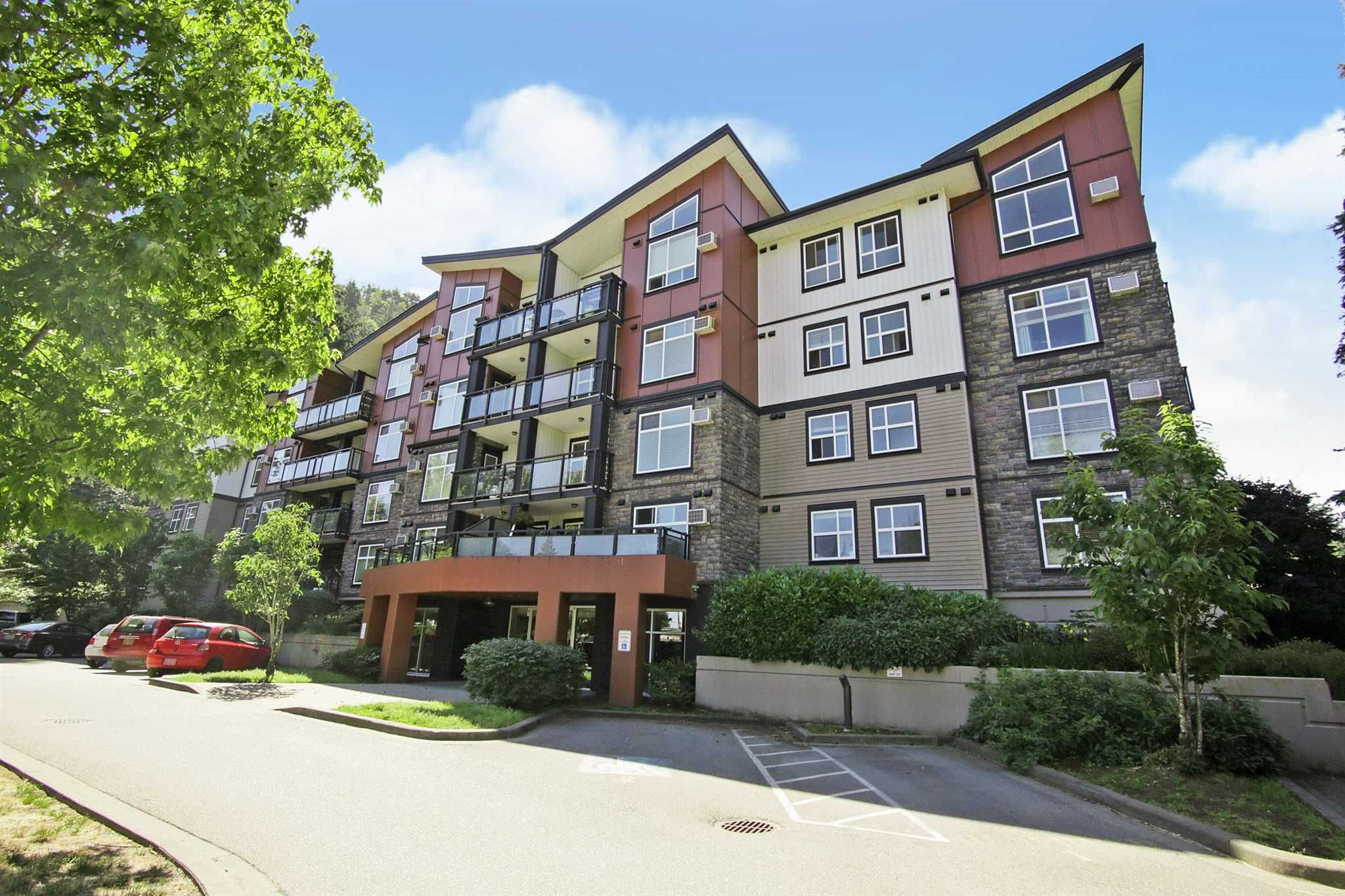 """Main Photo: 407 45640 ALMA Avenue in Chilliwack: Vedder S Watson-Promontory Condo for sale in """"AMEERA PLACE"""" (Sardis)  : MLS®# R2596109"""