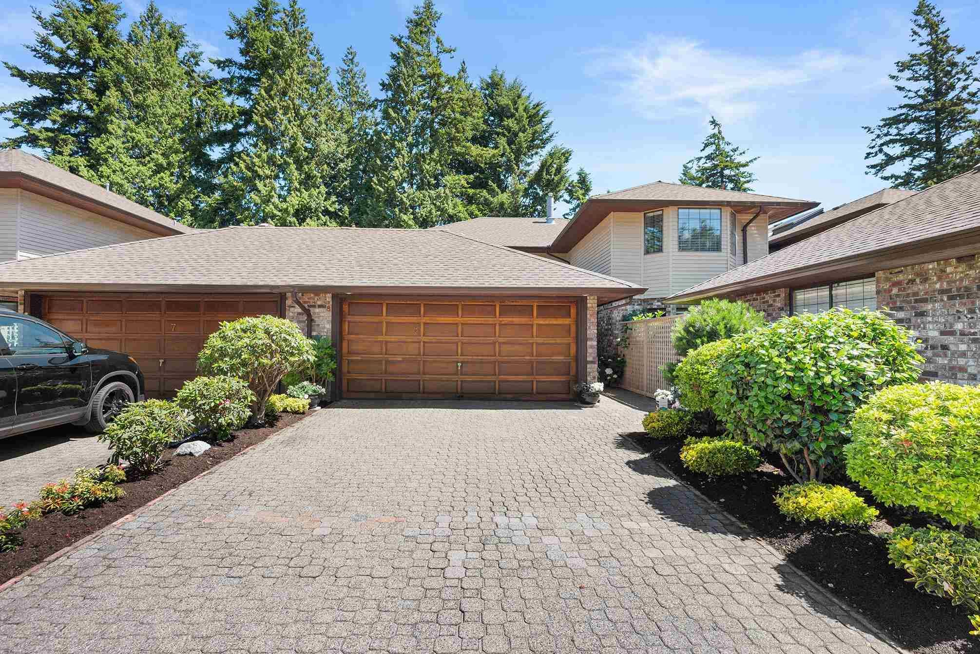 """Main Photo: 8 1725 SOUTHMERE Crescent in Surrey: Sunnyside Park Surrey Townhouse for sale in """"Englesea"""" (South Surrey White Rock)  : MLS®# R2604549"""