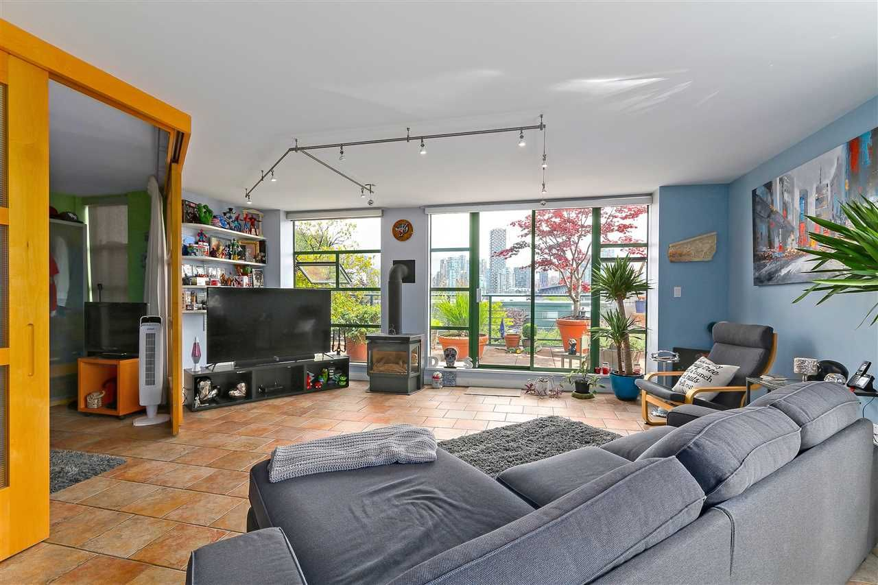 """Photo 6: Photos: 301 1630 W 1ST Avenue in Vancouver: False Creek Condo for sale in """"THE GALLERIA"""" (Vancouver West)  : MLS®# R2383041"""