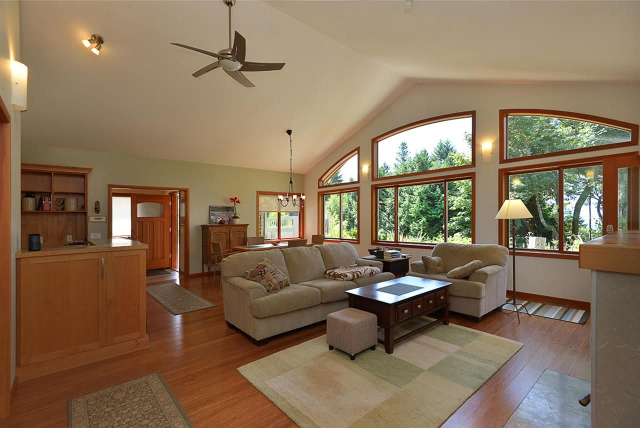 Photo 10: Photos: 505 MAPLE Street in Gibsons: Gibsons & Area House for sale (Sunshine Coast)  : MLS®# R2293109