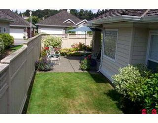 """Photo 2: 26 1881 144TH ST in White Rock: Sunnyside Park Surrey Townhouse for sale in """"Brambley Hedge"""" (South Surrey White Rock)  : MLS®# F2620075"""
