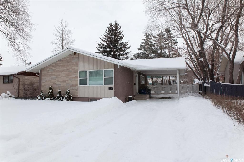 Main Photo: 111 Spinks Drive in Saskatoon: West College Park Residential for sale : MLS®# SK759377