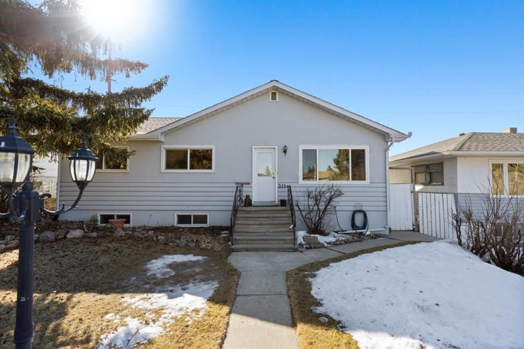 Main Photo: 311 33 Avenue NE in Calgary: Highland Park Detached for sale : MLS®# A1079837