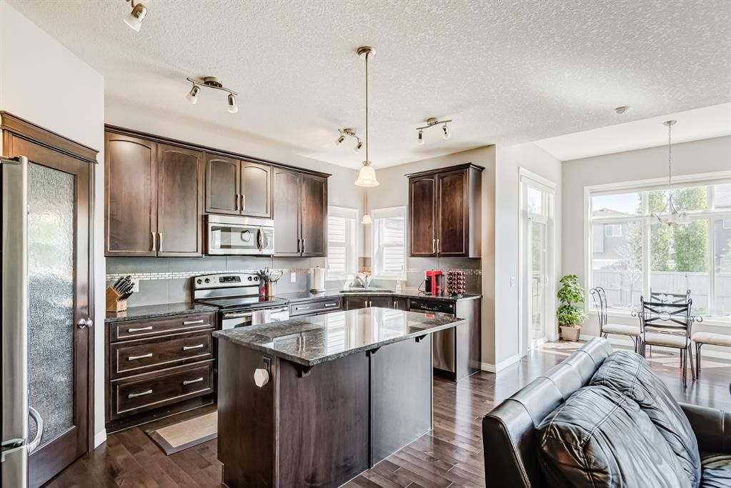 Main Photo: 158 Hillcrest Circle SW: Airdrie Detached for sale : MLS®# A1116968
