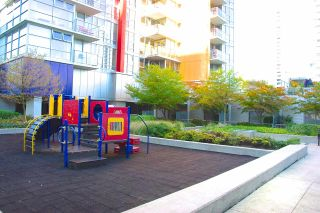 """Photo 6: 2501 131 REGIMENT Square in Vancouver: Downtown VW Condo for sale in """"SPECTRUM"""" (Vancouver West)  : MLS®# R2005459"""