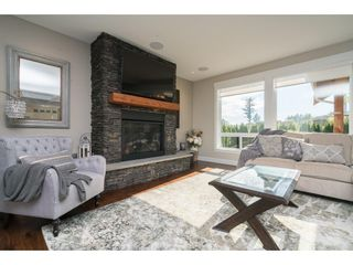 """Photo 2: 2747 EAGLE SUMMIT Crescent in Abbotsford: Abbotsford East House for sale in """"Eagle Mountain"""" : MLS®# R2209656"""