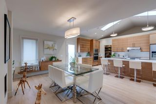 Photo 10: 2416 34 Avenue NW in Calgary: Charleswood Detached for sale : MLS®# A1116419