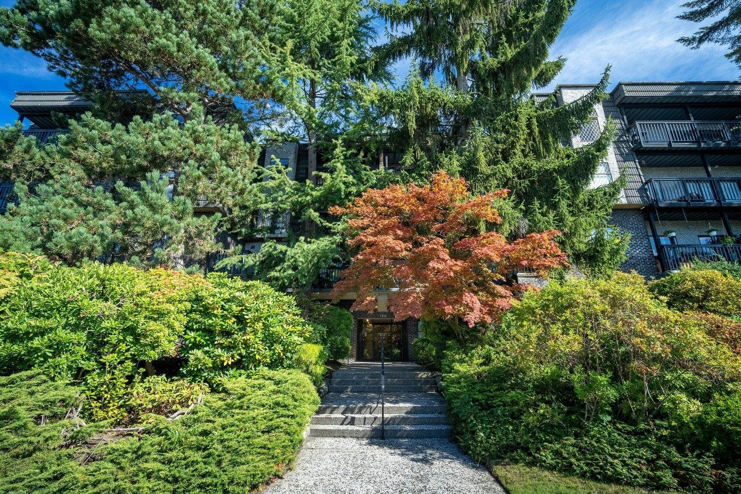 Main Photo: 304 150 E 5TH Street in North Vancouver: Lower Lonsdale Condo for sale : MLS®# R2621286