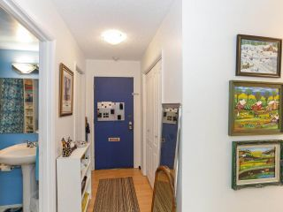 """Photo 3: 205 910 FIFTH Avenue in New Westminster: Uptown NW Condo for sale in """"Grosvenor Court"""" : MLS®# R2426702"""
