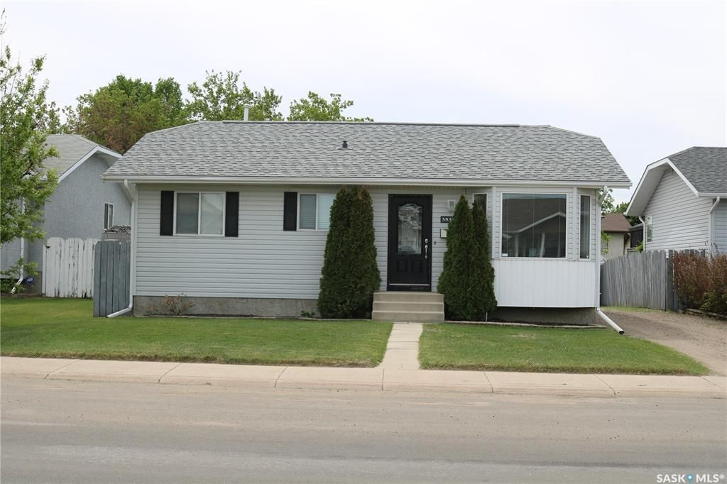 Main Photo: 3531 37th Street West in Saskatoon: Dundonald Residential for sale : MLS®# SK858687