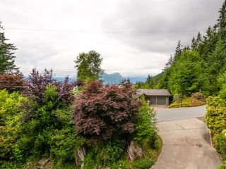 Photo 16: 115 MOUNTAIN Drive: Lions Bay House for sale (West Vancouver)  : MLS®# R2561948