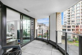 "Photo 13: 305 5470 ORMIDALE Street in Vancouver: Collingwood VE Condo for sale in ""WALL CENTRE CENTRAL PARK"" (Vancouver East)  : MLS®# R2573190"