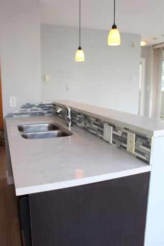 "Photo 4: 501 124 W 1ST Street in North Vancouver: Lower Lonsdale Condo for sale in ""THE Q"" : MLS®# R2115647"